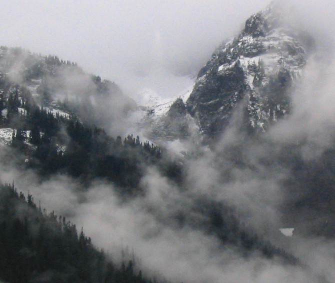 mountain-peaks-and-mist